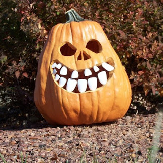 Pumpkin with buck teeth