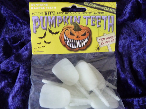 Glow In The Dark Buck Pumpkin Teeth